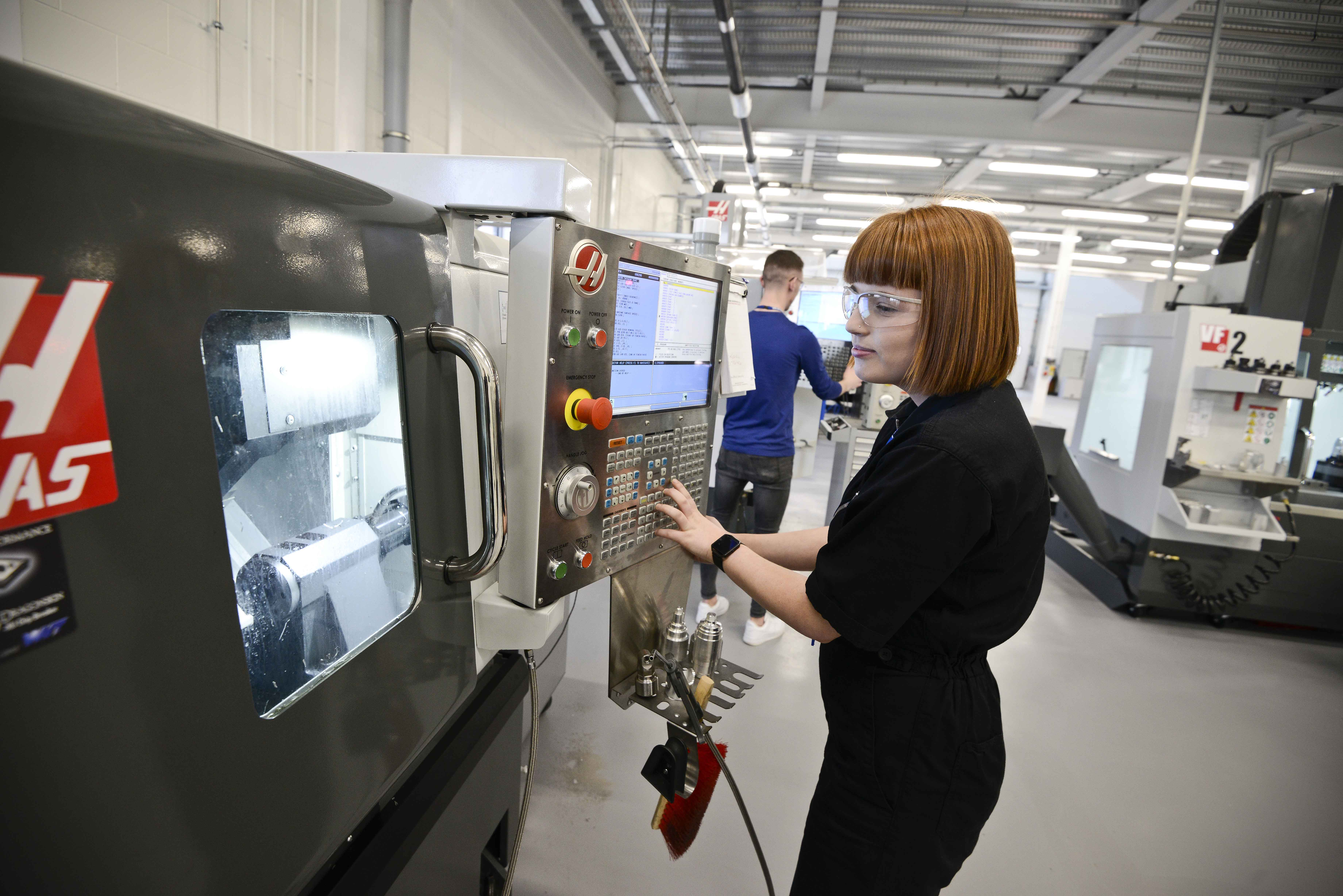 Manufacturing Engineer (Degree) Level 6